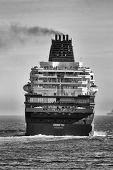 CFR5980-bn  Bye-bye (Carlos F1) Tags: barcelona sea bw white black blanco puerto boat mar spain nikon mediterraneo barco negro transport bn sail navegar zenith transporte crucero d300 helipuerto croisieres lepb