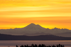 Mt. Baker at Sunrise (C McCann) Tags: ocean mountain canada water sunrise wow volcano mt baker bc pacific britishcolumbia vancouverisland sanjuanislands strait saanich mttolmie sanjuanisland haro