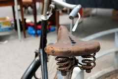 rusty Raleigh (overthemoon) Tags: detail bicycle vintage schweiz switzerland suisse geneva rusty raleigh springs svizzera fleamarket saddle 1952 plainpalais romandie