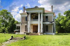 Co-Nita Manor in Uniontown (Carolyn Wright Photography) Tags: abandoned plantation mansions abandonedhouses southernmansions