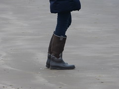 Beach walk (willi2qwert) Tags: rubberboots rainboots regenstiefel wellies wellingtons women gummistiefel gumboots girl beach strand
