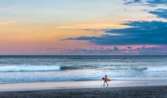 surfliebe (maikepiel) Tags: ocean sunset sea sky seascape beach clouds strand walking person evening abend meer waves colours sonnenuntergang surfer board himmel wolken farben laufen wellen