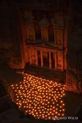 Petra by Night (Rolandito.) Tags: by night al candles petra illumination el jordan jordanien jordanie khazneh trasury schautzhaus