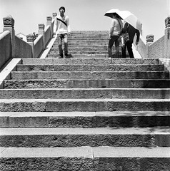 Dangkou () Tags: china street portrait people blackandwhite 120 6x6 tlr film architecture rollei analog rolleiflex zeiss mediumformat town blackwhite wuxi bokeh snapshot chinese documentary delta snap squareformat delta100 ilford bnw planar streetshot carlzeiss ancienttown ddx rolleiflex35f carlzeisslenses zeisslenses nikonsupercoolscan9000ed planar7535  filmpohotography  dangkou