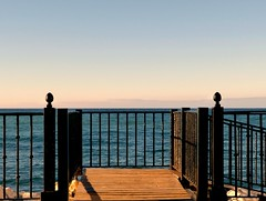 Detrs de la reja. (camus agp) Tags: espaa mar panasonic barandilla rejas hierros marmediterraneo fz150
