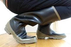 Hunter Bullseye Tuesday (essex_mud_explorer) Tags: boots wellington bullseye hood hunter wellingtonboots welly wellies rubberboots rainwear gummistiefel wellingtons gumboots rainboots rubberlaarzen hunterbullseye bullseyehood