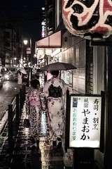 the Night - Kyoto (Photo Alan) Tags: street people rain japan night kyoto streetphotography kimono