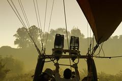 warming up! (Zu Sanchez) Tags: sports sport canon sevilla balloon seville heat gettyimages globo zsnchez zusanchez hayotrasevilla