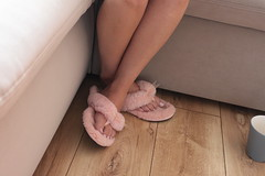 IMG_1548 (sliperozz) Tags: pink furry fuzzy fluffy flip flop slippers ugg comfy