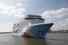 NORWEGIAN BREAKAWAY - 2013 - IMO 9606912 (peddel01) Tags: voyage haven rotterdam harbour norwegian cruiseship nlc maiden imo breakaway spido werft norwegianbreakaway