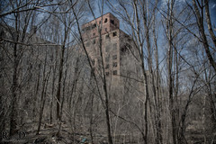 Photographing the Abandoned Hales Hunter Red Rooster Red Comb feed Factory - Urbexing Chicagoland (R