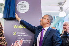 Lutfur Rahman, Mayor of Tower Hamlets, unveils the plaque for the new Idea Store Watney Market (Idea Store Tower Hamlets) Tags: tower idea market hamlets towerhamlets watney ideastore watneymarket ideastores