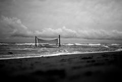 neT (niK10d) Tags: net clouds sand waves shore foam volley martasuitubi pentaxk10d 31mmf18limited