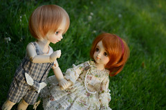 Day at the park with Ezi (Purple  Enma) Tags: park france flower love ball couple doll dolls day yo puff super lovers sd bjd resin toulouse dollfie volks et ezi cie yosd jointe megohime