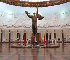 Poklonnaya Gora, War Museum, Moscow (Yvon from Ottawa) Tags: statue museum symbol russia propaganda moscow wwii communist soviet stalin ussr cccp poklonnayagora greatpatrioticwar bowhill hallofglory soldierofvictory soiuzsovetskikhsotsialisticheskikhrespublik staliniststatue leniniststatue