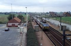 Silly, halte lijn 94 met hsl (Ahrend01) Tags: silly station 94 halte lijn sncb trac stationsgebouw ictrein opzullik