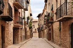 Cretas (Jorge Franganillo) Tags: espaa rural solitude day loneliness village cloudy pueblo noone nobody daytime lonely nublado soledad da teruel solitario nadie solitud solitari soledat cretas ning