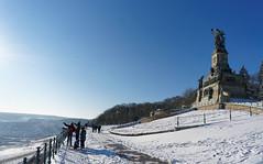 Niederwalddenkmal Rdesheim im Winter (Stadtlichtpunkte) Tags: schnee snow monument germany hessen aussicht rhine rhein rheingau rdesheim aussichtspunkt hesse denkmal mittelrheintal niederwald niederwalddenkmal mittelrhein rheingautaunuskreis