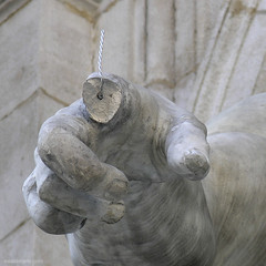 ooootsch !!! (ewaldmario) Tags: vienna detail broken statue closeup hurt finger fingers problem oops pointing whoops albertina marmor autsch fingerproblems ewaldmario pointyourfinger fingerprobleme ootsch