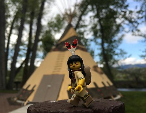 LEGO Collectible Minifigures Series 15 : Tribal Girl