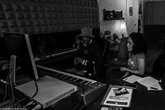 Carol & Jota Mayuscula (27 de 35) (ISRAEL (BURMI)) Tags: blanco y negro estudio hiphop jota grabacion monocromtico mayuscula jotamayuscula israeldeleonardonovoa carolmenezes masgravesestudio