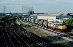 At this time, workin in central brum...this was a favorite location to spend a couple of hours after work..... with a veritably crackin consist in tow....6V93 31159 07-30 Mossend-Stoke gifford Saltley Viaduct 25-07-1989 (the.chair) Tags: 6v93 31159 mossendstoke gifford saltley viaduct july 1989