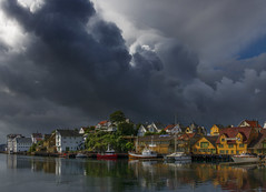 Haugesund - D8E_1828 (Viggo Johansen) Tags: houses sea sky sun rain clouds boats harbour rogaland haugesund
