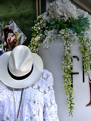 Panama Hat Display (All I want for Christmas is a Leica) Tags: portugal f vilamoura floraldisplay panamahat tonemapped panasoniclumixg3 panasoniclumix25mmf14