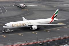 A6-ECA (JBoulin94) Tags: a6eca emirates boeing 777300er dubai international airport dxb omdb unitedarabemirates uae john boulin