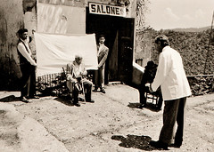 Il barbiere fotografo (gianclaudio.curia) Tags: pellicola fotografo barbiere fotografia