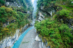 Taiwan-121116-413 (Kelly Cheng) Tags: travel color colour green tourism nature water horizontal river landscape daylight colorful asia day outdoor taiwan nobody nopeople canyon colourful tarokonationalpark tarokogorge  traveldestinations  northeastasia