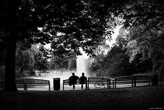 Classic... (jaap spiering | photographer) Tags: park street people blackandwhite bw monochrome bench noiretblanc zwartwit streetphotography talk bank mens parc mensen bankje praten jaapspiering jaapspieringphotographer jaapspieringfotografie