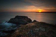 sunset on finisterrae (mil00z) Tags: ocean blue sunset red sea sky sun sunrise canon pose eos exposure waves bretagne tokina lee filters finistere longue 70d