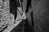 Calle Ujué 6 (Garimba Rekords) Tags: blanco calle arquitectura y negro pueblo bn navarra ujué