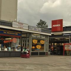 Rissen, Hamburg (J@ck!) Tags: publicspace typography hamburg supermarket penny launderette supermarkt hochhaus socialhousing rissen waschcenter schluesseldienst