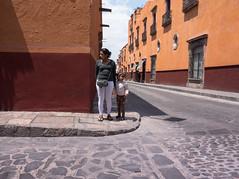 Look Both Ways (Maria Sciandra) Tags: street mexico sanmigueldeallende streetcandid mtsciandra sonyrx100 mariasciandraphotography