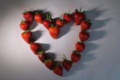 HEART (M7CCF) Tags: light shadow red canon eos juicy strawberries 650d