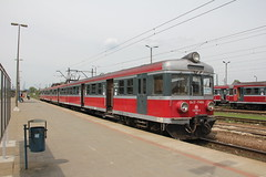 PR EN57-1746 , Krakw Paszw train station 09.05.2013 (szogun000) Tags: railroad station electric set train canon ir tren poland polska rail railway emu pr passenger trem krakw treno ezt pkp maopolska pocig  maopolskie interregio 36122 lesserpoland uyce en57 krakwpaszw przewozyregionalne canoneos550d canonefs18135mmf3556is en571087