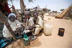 Humanitarian crisis in El Sereif (UNAMID Photo) Tags: sudan tribes reconciliation fighting darfur arabs displacement goldmine idp northdarfur internallydisplacedpersons unamid tribalclashes massdisplacement elsereif