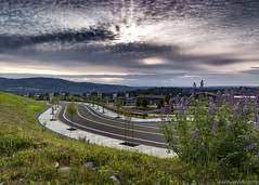 Cloudy Sunset (LeileDev) Tags: road sunset clouds landscape washingtonstate sunbeams issaquah leadinglines emptyroad