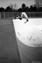 Fidji, Backside air (funkypiks) Tags: vert skateboard delta100 ilford lancien ilforddelta100 canonft champigny backsideair bigrampe