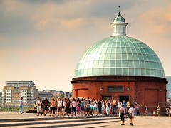 Greenwich (raspu) Tags: uk inglaterra bridge england people london museum shark gente greenwich crowd maritime londres cutty naval