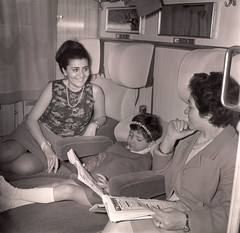 Viaggiatori in prima classe '60 (Ferrovie dello Stato Italiane) Tags: turismo stazione treno viaggio emigranti turisti stato trenitalia treni dello ferrovie viaggiatori