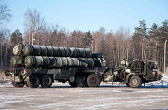 "S-400 Triumf (8) • <a style=""font-size:0.8em;"" href=""http://www.flickr.com/photos/81723459@N04/9815392894/"" target=""_blank"">View on Flickr</a>"