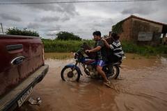 Onda anomala (L'altra faccia della politica estera) Tags: fiume bolivia alluvione lapaz onu cochabamba beni emergenza pando distruzione nazioniunite aiuti inondazione piogge ondaanomala cooperazioneitaliana