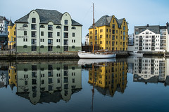 colored reflection (JS-photographie) Tags: city reflection norway architecture harbor norge cityscape colours fuji norwegen architektur fujifilm hafen fujinon farben hurtigruten xe1 postschiff xf1855284