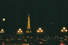 Paris en noir (lauren.bonnett) Tags: paris france film analog europe pentax eiffel analogphotography filmphotography