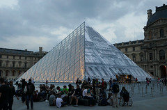 Louvre pyramid, glass and photographic cover - Louvre at dusk (Monceau) Tags: light gold pyramid dusk louvre inside musedulouvre
