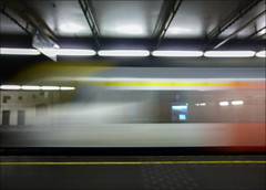 Photo challenge 2016 - 22/52 - Speed (chando*) Tags: brussels blur speed train belgium belgique gare bruxelles railway railwaystation vitesse nmbs chemindefer sncb desiroml