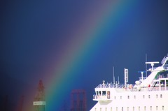 sant mart agafa el ferry (txutis de can burrass) Tags: colors rain ferry arcoiris lluvia rainbow nikon barco ship colours you colores hank kenny tamron canaryislands islascanarias vaixell pluja arcdesantmart